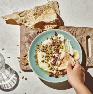 Carman's Chilli Corn Crunch Super Seeds & Hummus